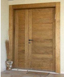 דלת מעץ גושני